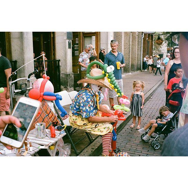 Austin's Pecan Festival Leica M6   Portra 400 ——————————— #womeninstreet #womanphotographer #35mm_look #bestfilmphoto #streetfeat #streetphotography #streetlife #leicam6 #leicam6ttl #leicauser #filmisnotdead #analogphotography #ishootfilm #35mmfilm #filmcamera #buyfilmnotmegapixels #filmshooter #filmphotography #analoguepeople  #framed_legit #myfeatureshoot #somewheremagazine #theanalogclub #photofilmy