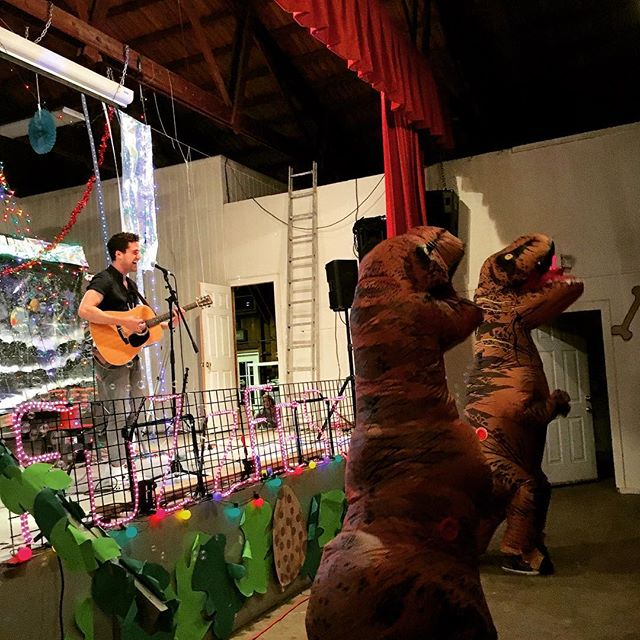 @jesseruben has been joined by the DINOSAURS of Shelter Island for a very special performance at #Fuzzfest2017 😂🎶
