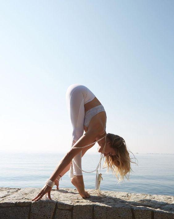 Yoga White Forward Fold