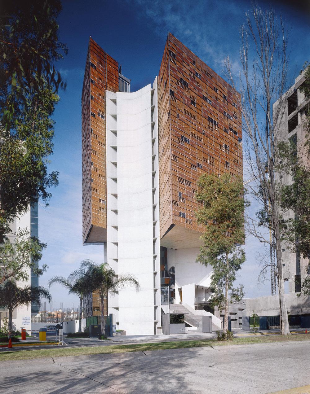Estudio Carme Pinòs' Torre Cube, Guadalajara, México
