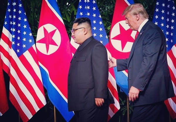 Making deals or breaking seals? Papa #Trump escorts young #Kim at #summit meeting. #usa #northkorea #nonuclearweapons