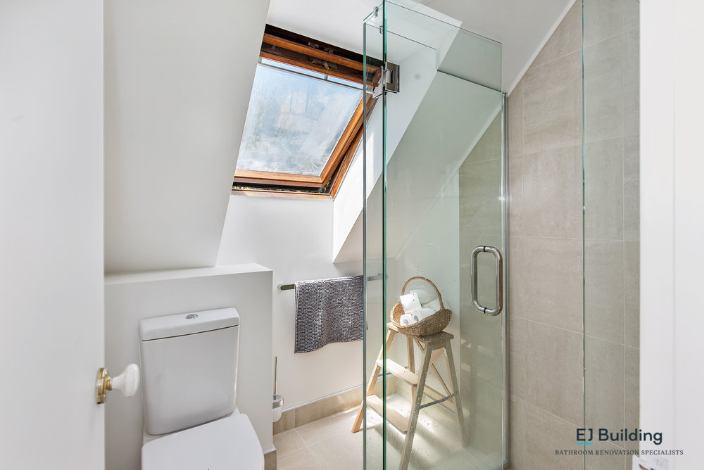 Bathroom ideas, Auckland bathroom designers / renovators. Double shower head with rain shower head / dumper.