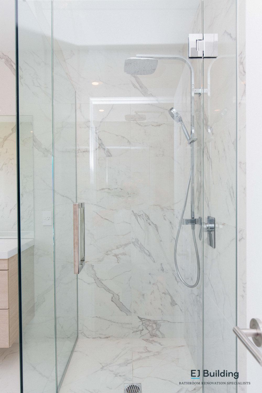 Bathroom ideas, Auckland bathroom designers / renovators. Double shower head with rain shower head / dumper.