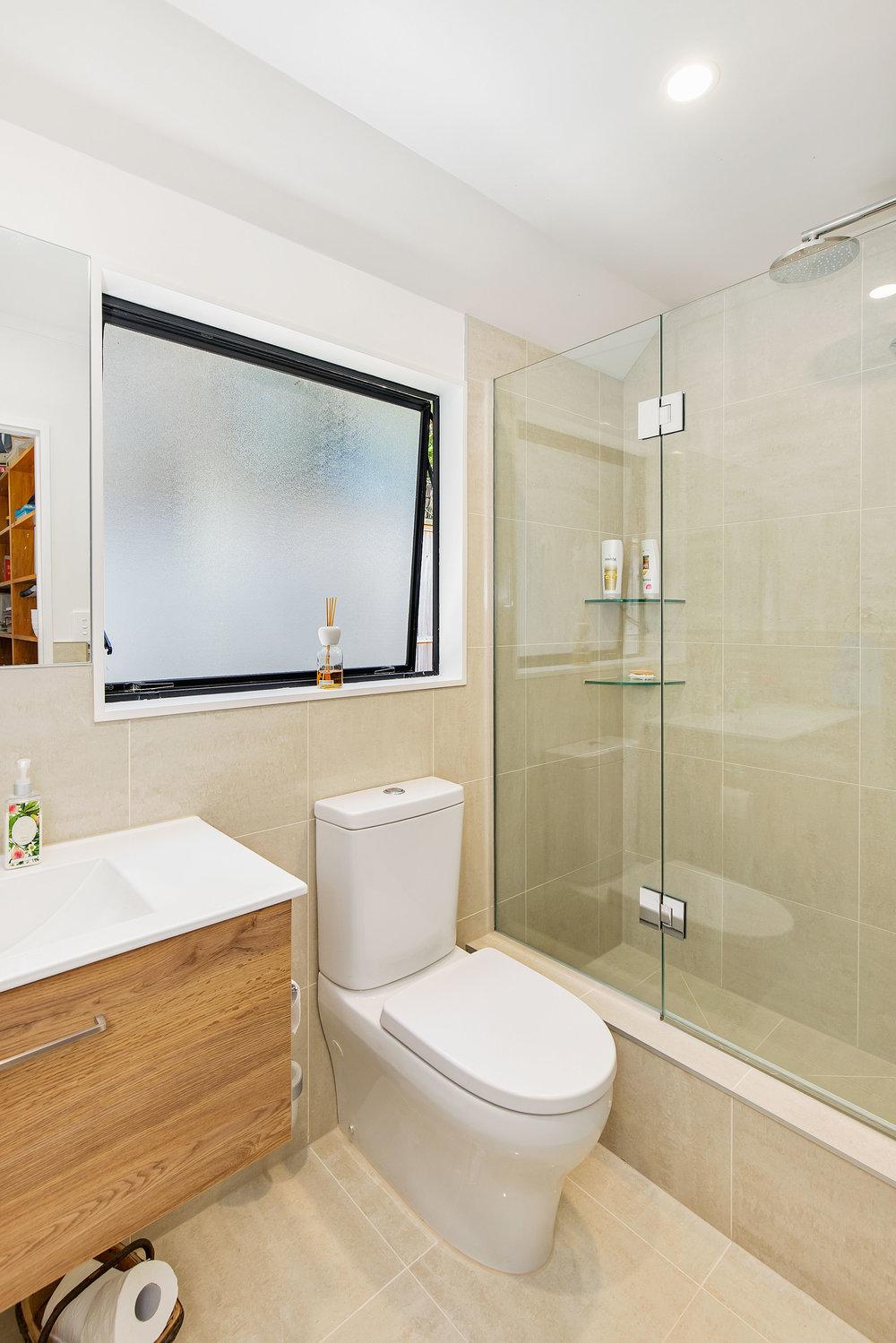 Timber bathroom vanity BTW toilet, shub (shower / Bath). Glass shelves / shelf