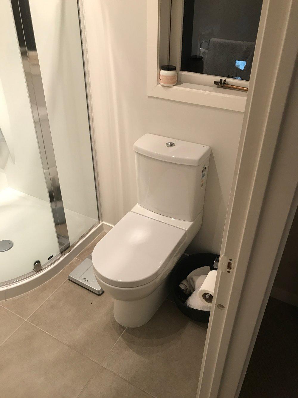 Ellerslie bathroom renovator Auckland. Ensuite toilet and tiled floor . Bathroom Renovation by E J Building Bathroom renovators In Auckland.