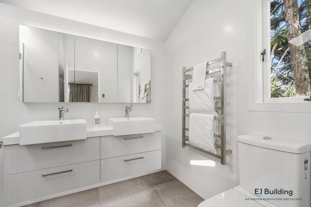 Ellerslie bathroom renovator Auckland. Large heated towel rail in new ensuite. Bathroom Renovation by E J Building Bathroom renovators In Auckland.