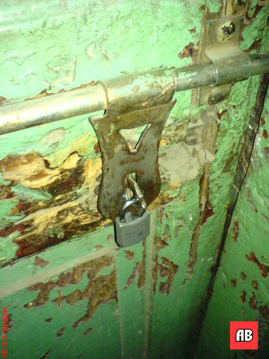 2006-04-14-13-32-33_SE_W800i_SQSP.jpg