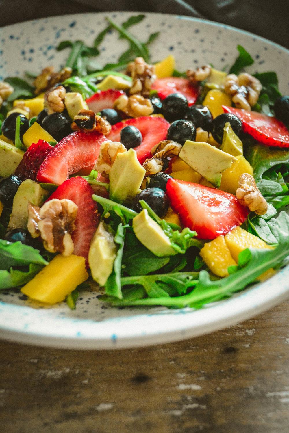 arugula and strawberry salad with cayenne lemon vinigrette
