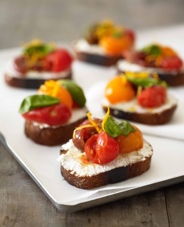 On the menu: Bruschetta with crushed ripe Heirloom tomatoes marinated in olive oil and sherry vinegar over fresh ricotta.⁣ .⁣ .⁣ .⁣ .⁣ #fork_bottle #forkandbottle #meltcatering #meltcateringzurich #cateringzurich #corporatelunchcatering #zurichcatering#weddingcateringzurich #weddingszurich #Zurichparties #foodiezurich #zurichfoodie #bestofzurich #forkandbottlecatering #catering #customizedmenu ⁣ #corporatelunchzurich #zurichrestaurants #eatzurich #restaurantszurich #localwinezurich #instafoodcatering #zürichrestaurants #eatlocalzürich #zurichhomemade #zurichlife #zurichlifestyle  #homemadezurich