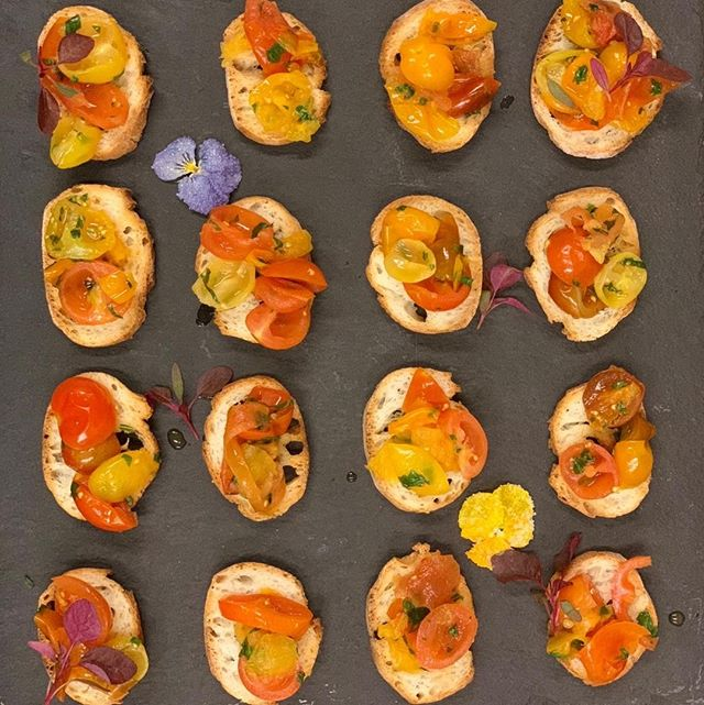 Crushed tomato bruschetta⁣ .⁣ .⁣ .⁣ .⁣ .⁣ .⁣ .⁣ .⁣ #melt_catering #privateeventcatering #localingredients #eatlocalzurich #everythinghomemade #meltcateringzurich #cateringzurich #corporatelunchcatering #zurichcatering#weddingcateringzurich #weddingszurich #Zurichparties #foodiezurich #zurichfoodie #bestofzurich #instafoodcatering #catering #customizedmenu ⁣ #corporatelunchzurich #zurichrestaurants #eatzurich #restaurantszurich #localwinezurich #Localbeerzurich #zürichrestaurants #eatlocalzürich #zurichlife #zurichlife #zurichlifestyle  #homemadezurich