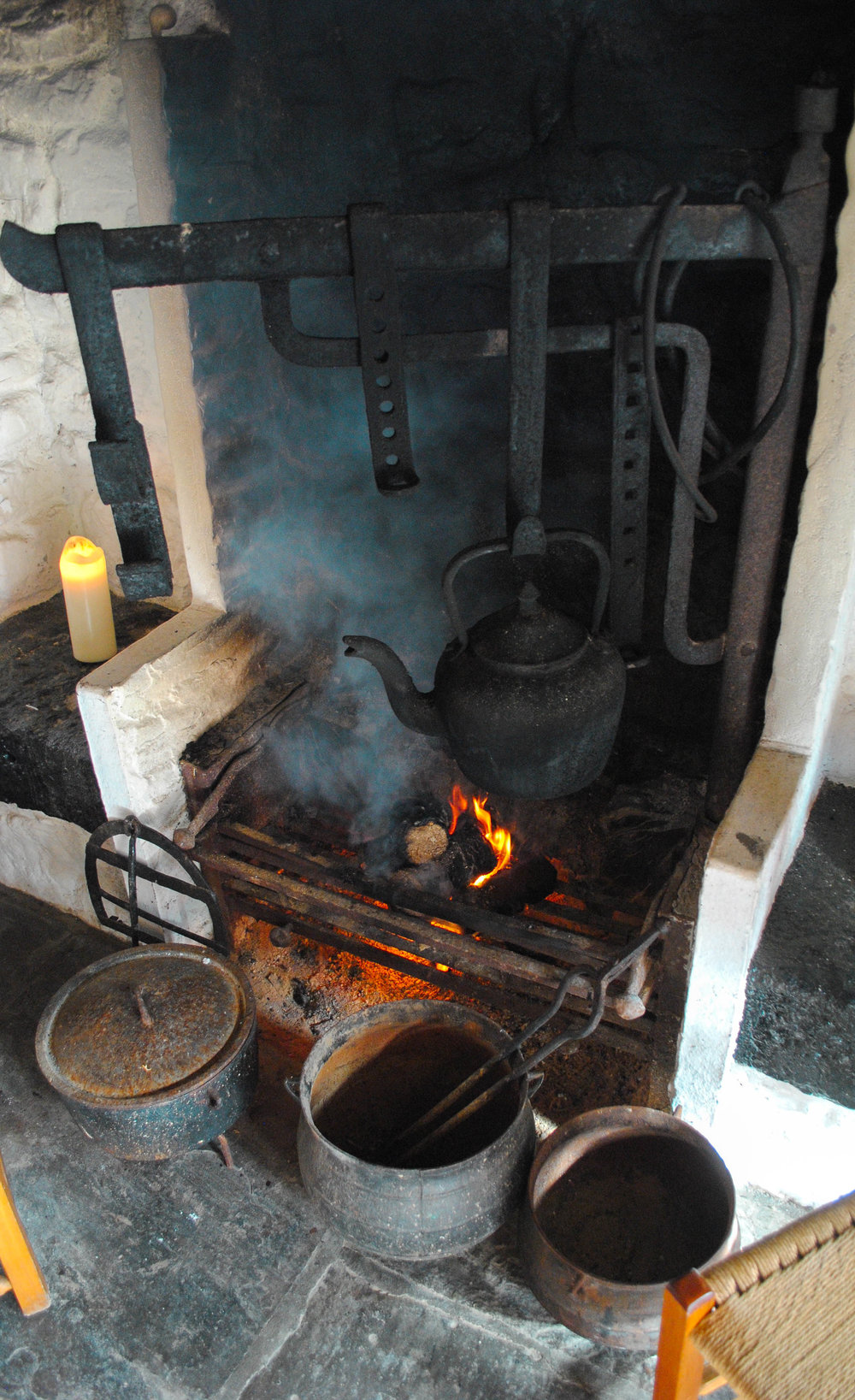 We sell a range of original vintage pots, ovens (bacús) as displayed in photo, and traditional Irish cooking ware. - Prices vary, so fill in form below for items that you are interested in.