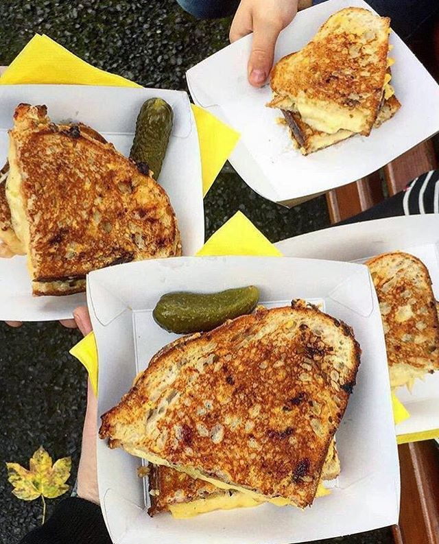 Sundays...✨ Time with family ✅ A stroll & some fresh air ✅ A grilled cheese toastie in the park ✅  Thanks for this lovely pic taken by @thedalydish 📷💛