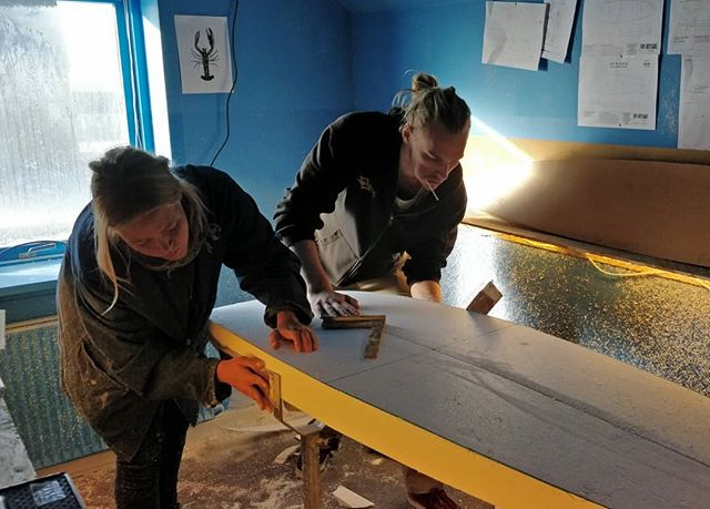 @hfcoldhawaii (local highschool) are all into foam the next days. Lets see what the cream of danish youth can come up with🤔👯 #schoolofshaping #surfscience #danmarksrygrad #thy #Vorupør #coldhawaii