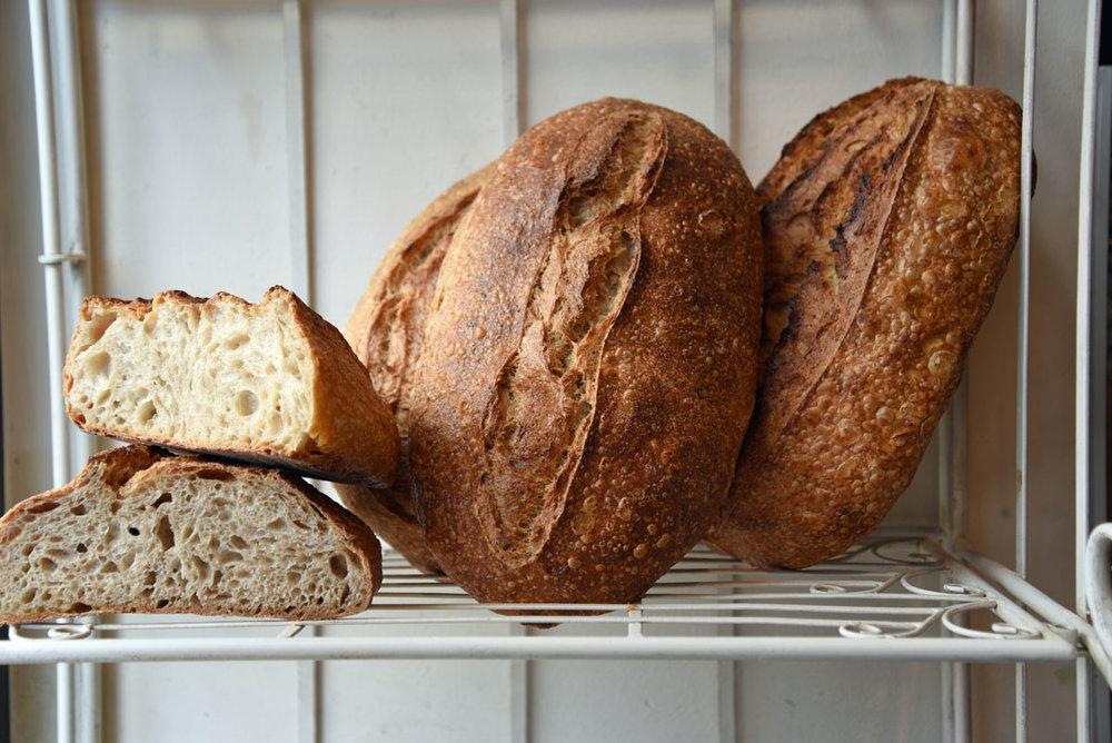 Vom-Einfachen-das-Gute_Sortiment-Brot.jpg
