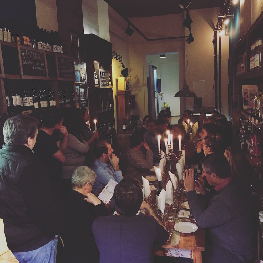PORTUGIESISCHE WEINE AUS DEM DOURO von BULAS - Ein Abend wie kein anderer mit Isabell und Joana Duarte, Önologin bei den fantastischen Bulas Winesvom Rio Douro. Portweine Tawny, 30 Jahre und Fine White. Dazu hab es Rippchen und herrliches aus unserer Wursttheke.