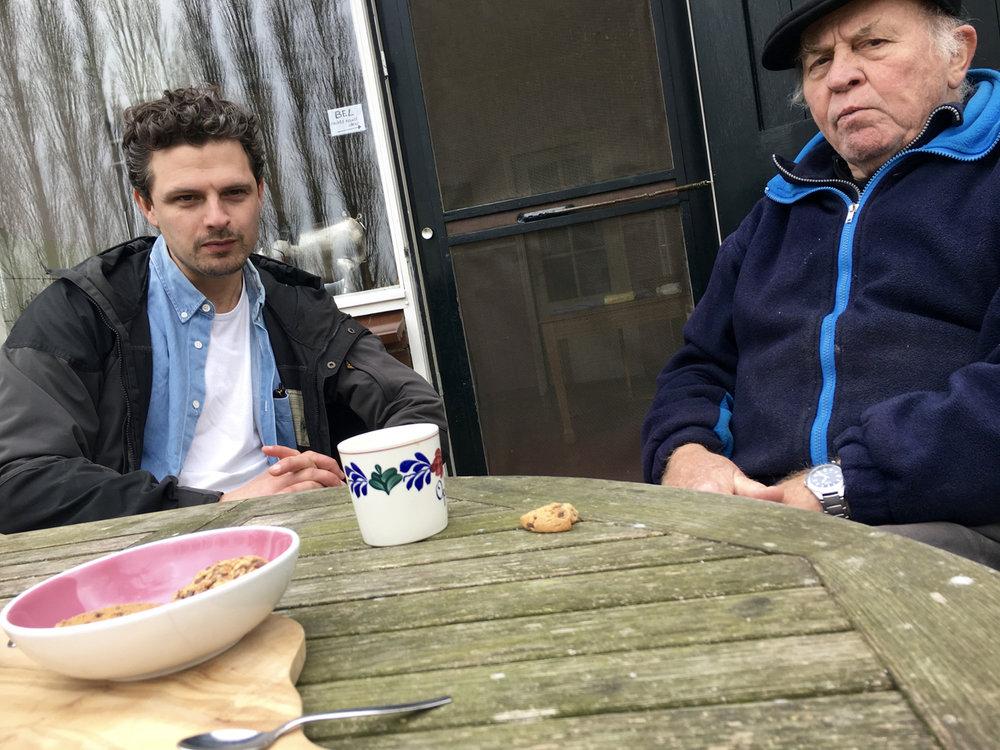 Bei Kaffee & Keksen. Geert & Hein (Sander's Vater) in Etten.