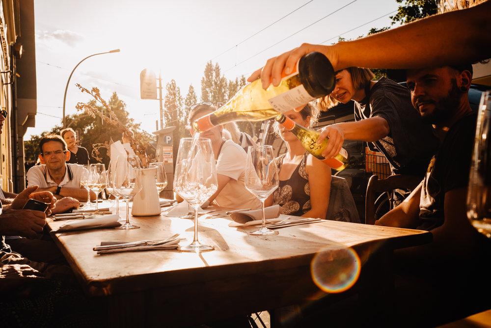 Brotzeit & Wein  - 07.11.2018, 19 UhrWir haben einfach Lust auf eine ganz klassische Brotzeit mit unseren Lieblingsstücken & den Neuentdeckungen aus 2018. Wie immer servieren wir in mehreren Gängen Lieblingsstücke aus Käse- & Wursttheke und unserem geliebten Weinregal.Es wird eine gemütliche, kulinarische - ganz klassische Vom Einfachen das Gute Runde in der kalten Winterzeit…