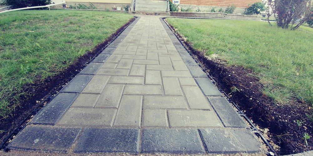 Brick Walkway.jpg