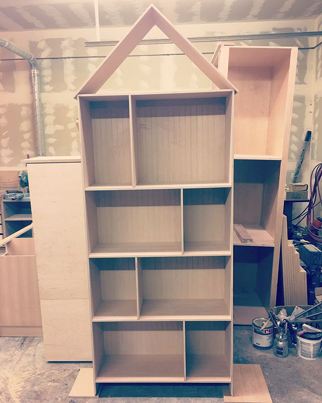 And just like that.. the dollhouse bookcase and play kitchen are ready for install next week! Another big thanks to Mapleleaf Woodworking for their expertise.. stay tuned! #canyouseeit #minimansion #minimansions #playhousemansion #makeawishfoundation #oregon #fun #project #mapleleaf #woodworking #woodworker #craftsman #building #cabinets #diy #hgtv #dollhouse #pollypocket #bookcase #playkitchen #rv #motorhome #playhouse #cool #unique #custom #vintage #retro #design #staytuned