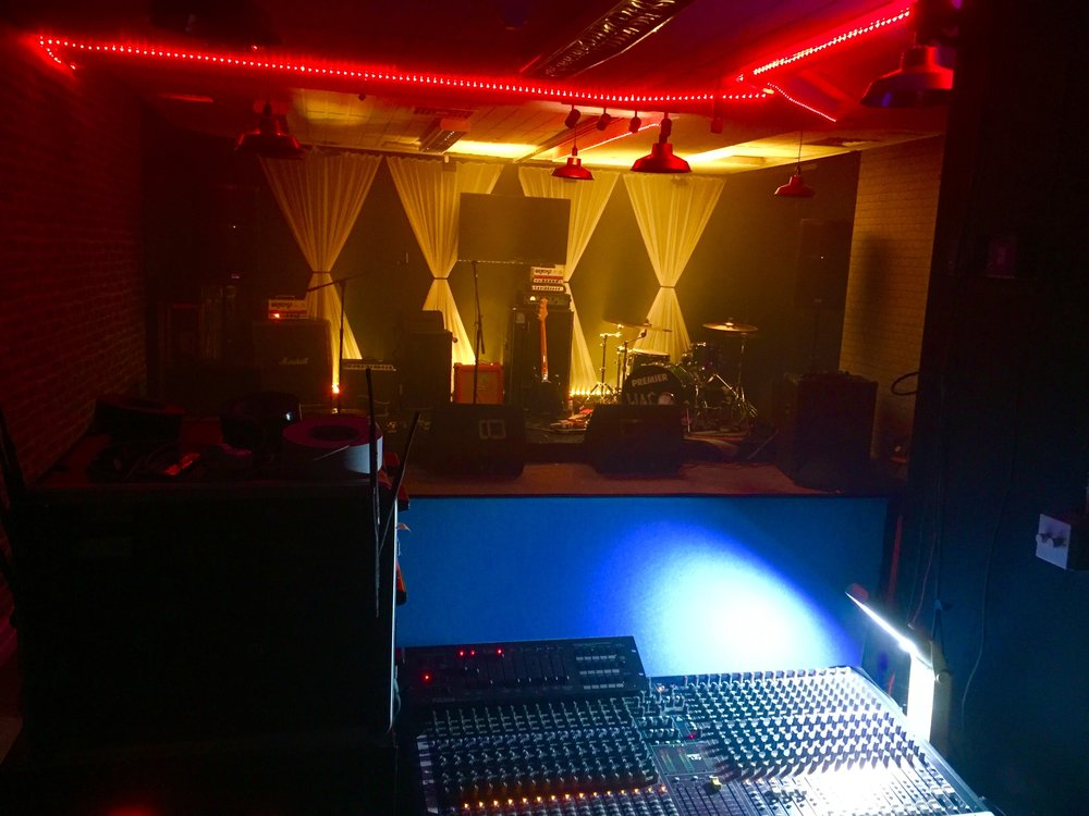 Live Lounge 2.jpg