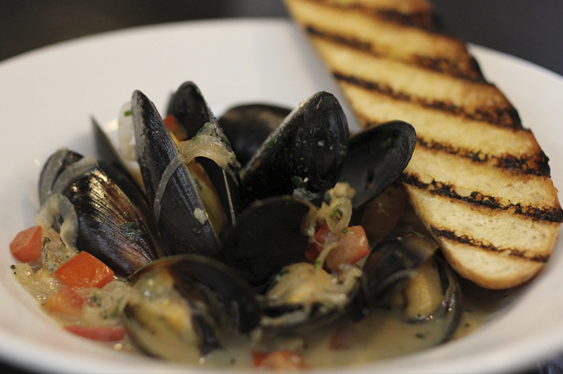Mussels in White Wine $6