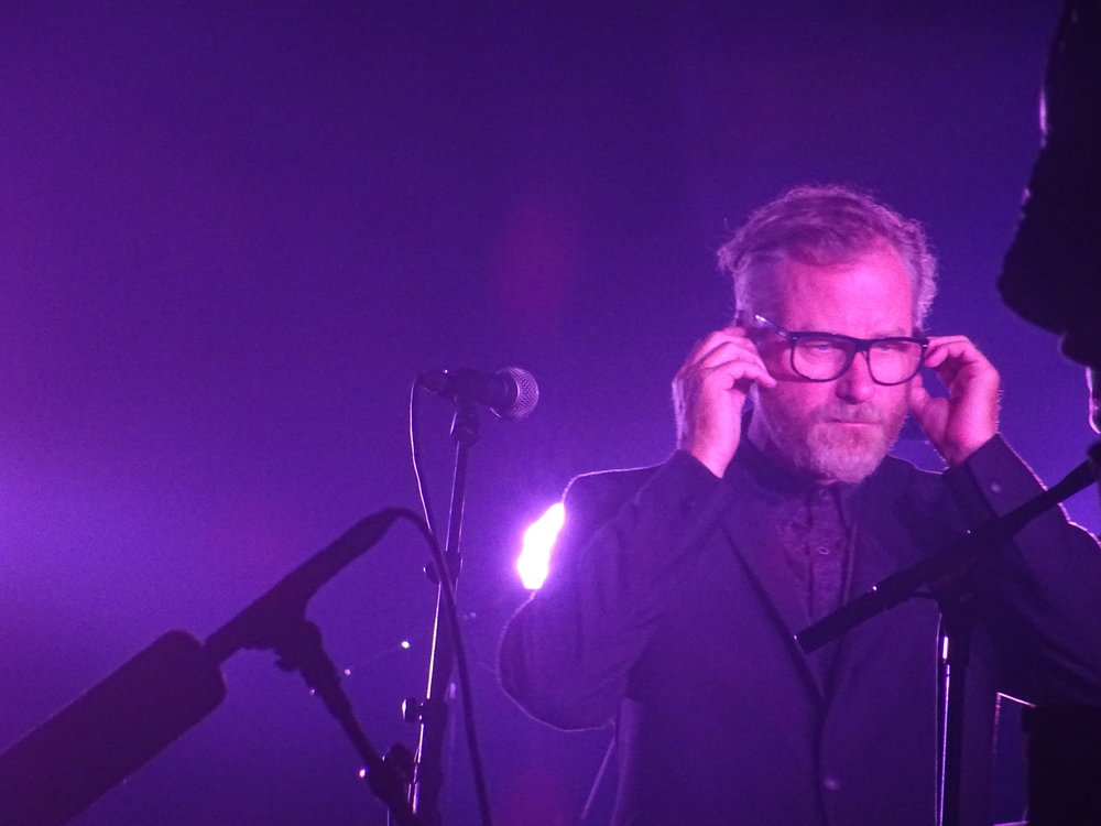 Matt Berninger between songs, (c)Philip Giouras @ The Perfect Tempo