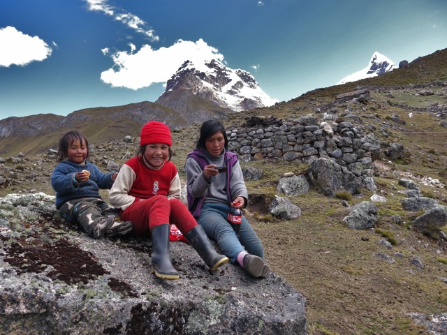 Andean locals receive Gospel tracts in Spanish.