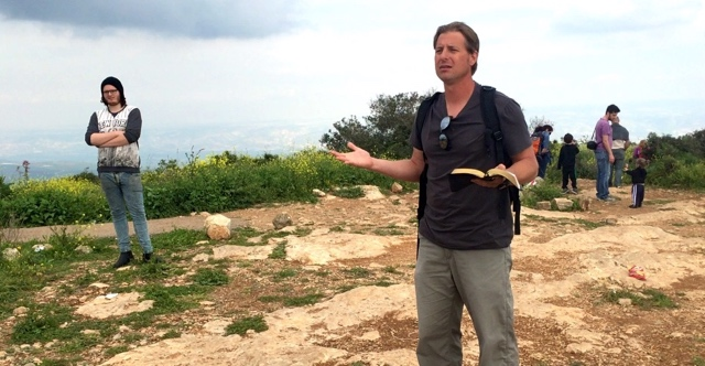 Jesse preaches atop Mt. Gilboa with people everywhere.