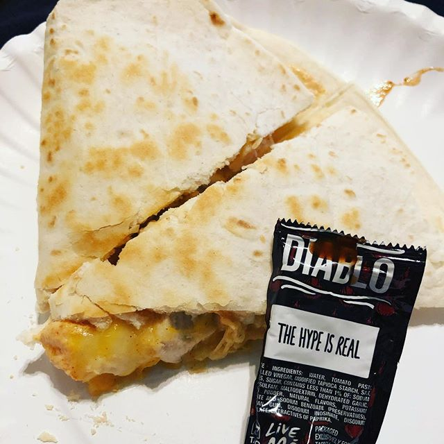 My first attempt at making @tacobell  quesadillas with the jalapeño sauce recipe! 🤤♥️ #Diablo #TacoBell #masterchef #foodporn #tasty #muchwow #quesadilla #spicy #hypeisreal #diablosauce #delicious