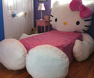 hello-kitty-bed.jpg