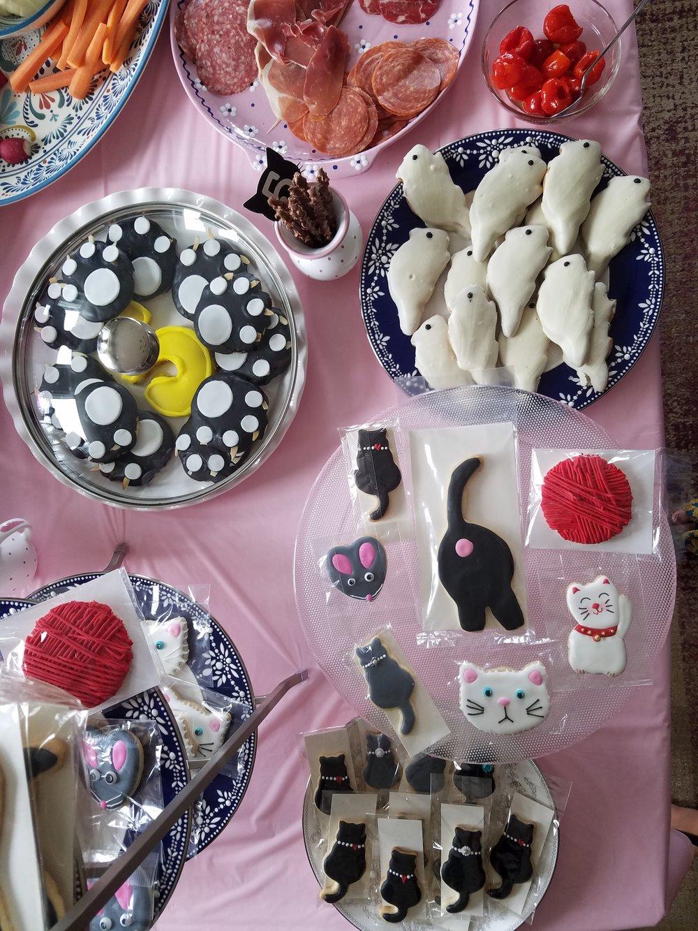 Pawsome cookies made by Dark Side Cookies ( @darksidecookiesmd )