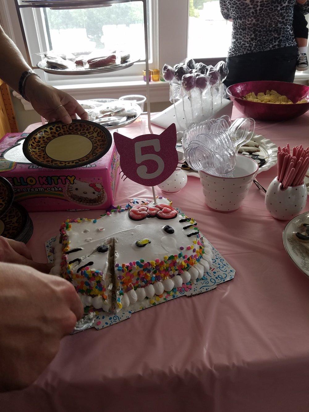 hello-kitty-cat-birthday-party-cake