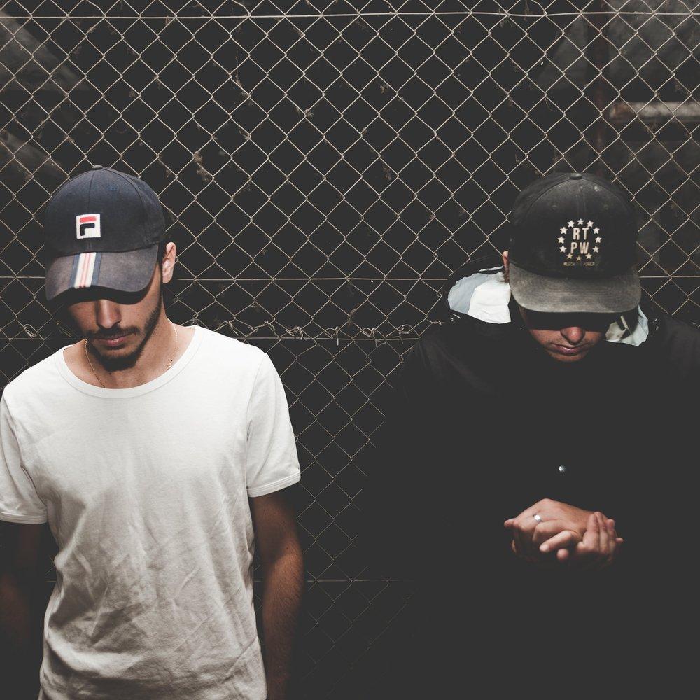 OLLOW   Après 10 ans de productions musicales et de performances live en solo, les DJ français RXL et GTH décident de se réunir pour lancer leur nouveau projet : OLLOW.Dans un style élécro-pop, leurs compostions distillent une production bass-trap aux sonorités parfois tropicales, le tout entraîné par leurs propres mélodies de voix.