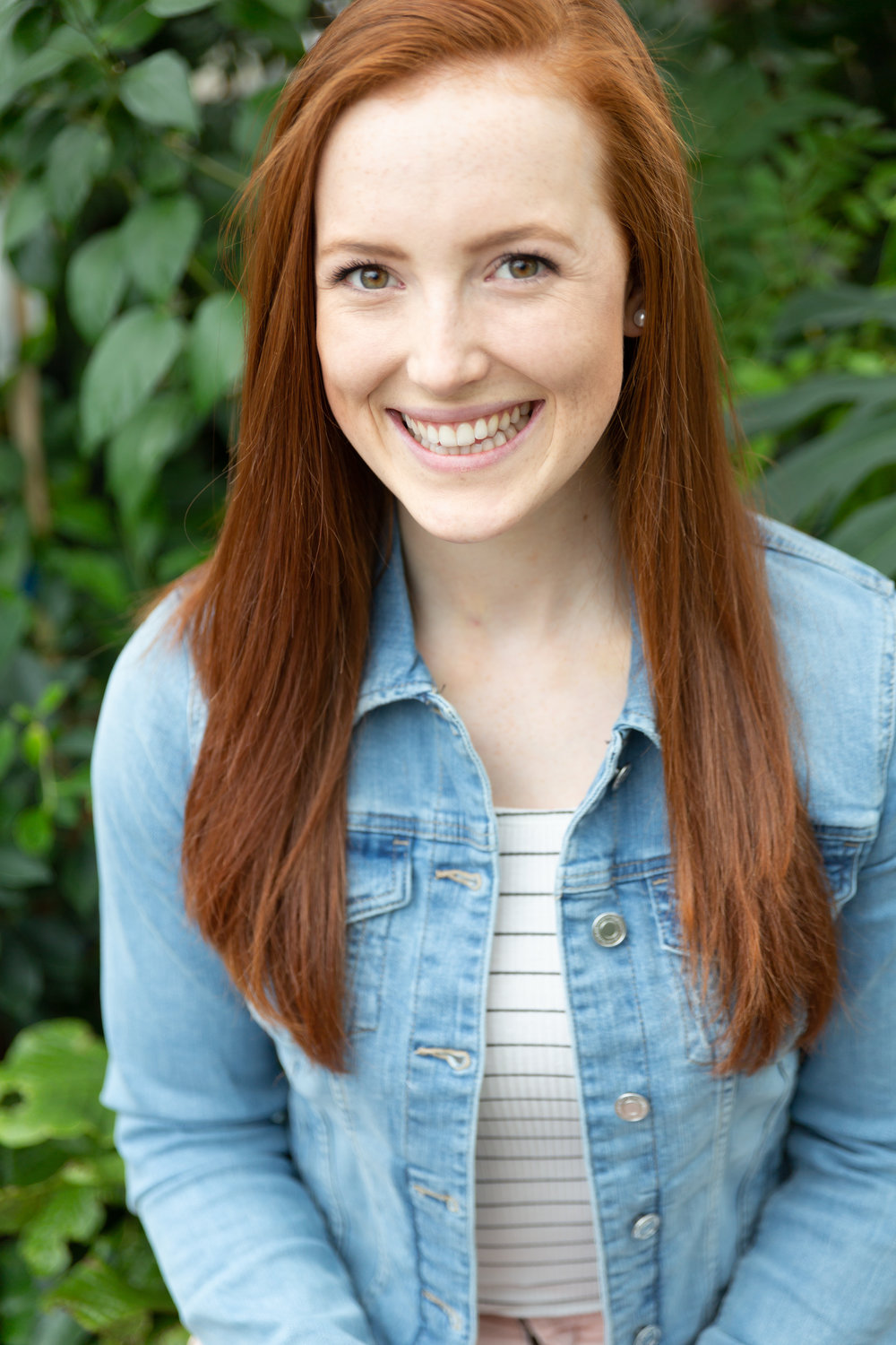 Lindsay Mustard - Lindsay is an Ottawa based Holistic Nutritionist, Personal Trainer and Yoga Instructor. She is currently studying Osteopathy at the Canadian Academy of Osteopathy in addition to Aromatherapy in Guelph, Ontario. Her passion for healthy living burns brighter than her red hair and she illuminates the path to achieving holistic health and wellness for everyone that she meets. Website, Instagram