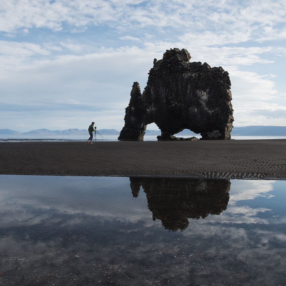 PHOTOGRAPHER ON BEACH ICELAND2.1000PX.jpg