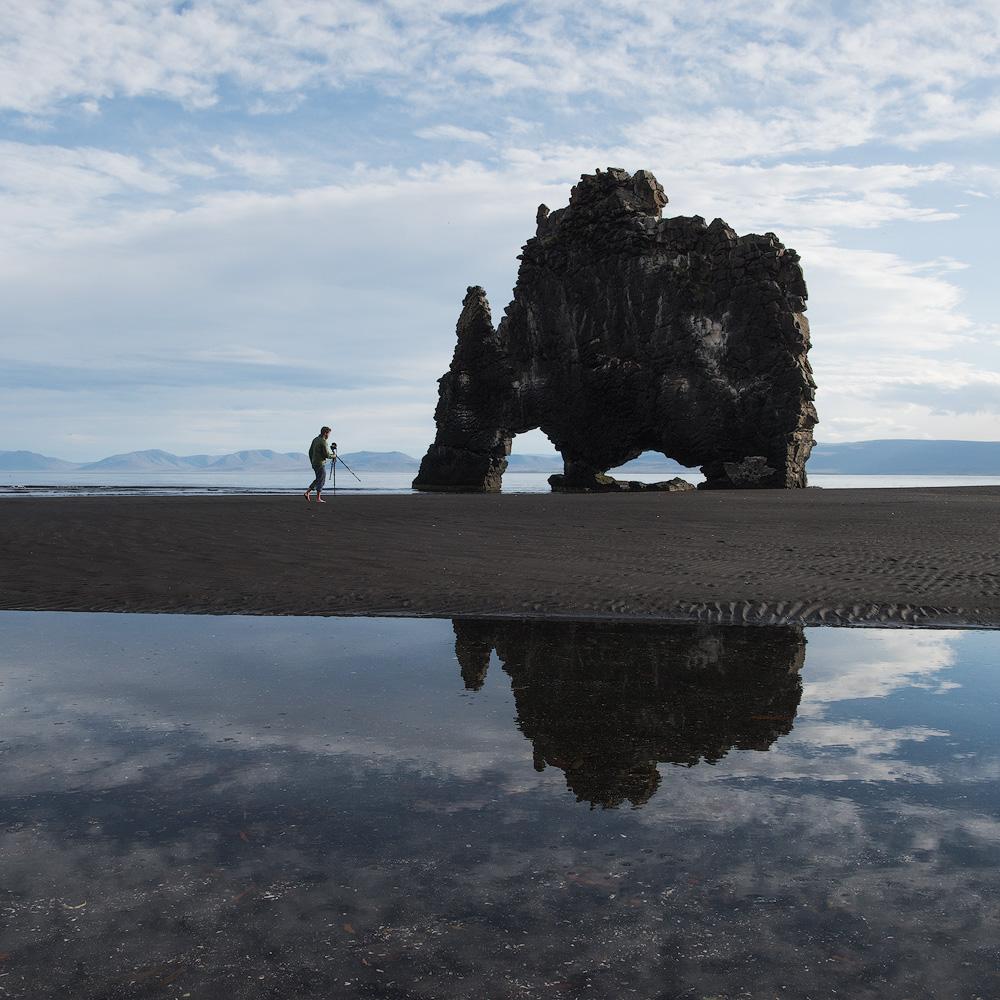PHOTOGRAPHER ON BEACH ICELAND2.1000PX.jpg