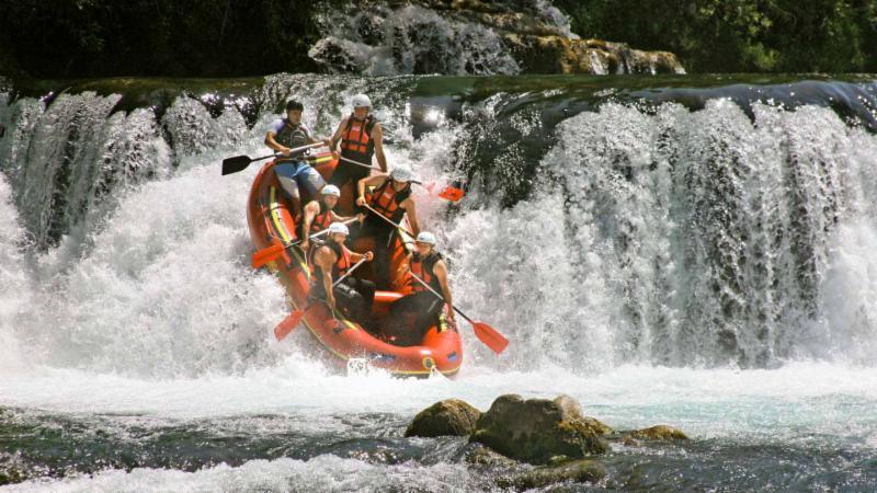 river_raft.jpg