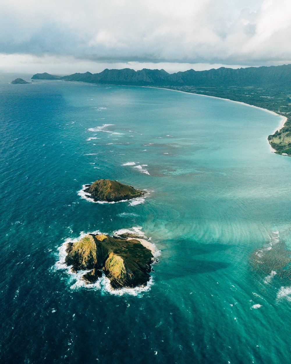Na Mokulua (Twin Islands)- Moku Nui in the forefront and Moku Iki in aft.