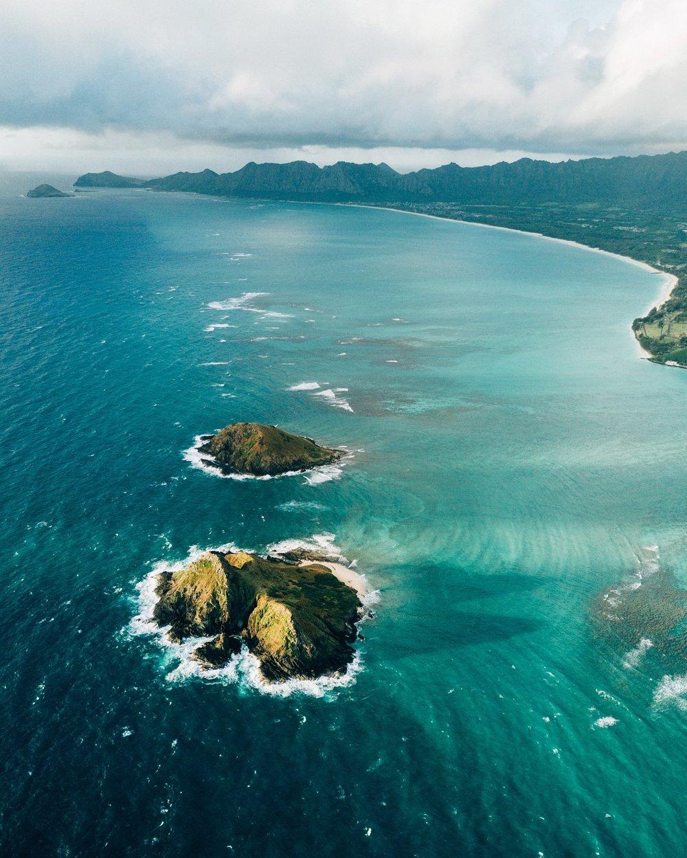 Na Mokulua (Twin Islands)- Moku Nui in the forefront and Moku Iki in aft.