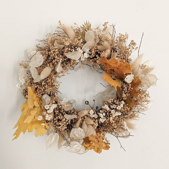 Upcycled wreath from this weekend's wedding ✌🏽 Any takers for more dried flower weddings?