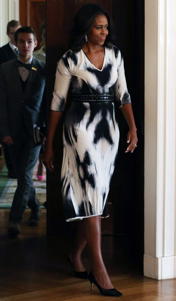 93610f9862d9462a69ba1b59cf1871d0--michelle-obama-photos-tie-dye-dress.jpg