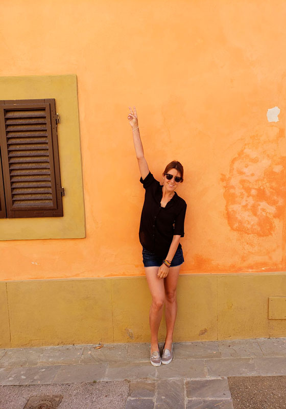 A yellow wall is the perfect accessory to a minimalist packing wardrobe in Castelfalfi, Italy - Go Squab