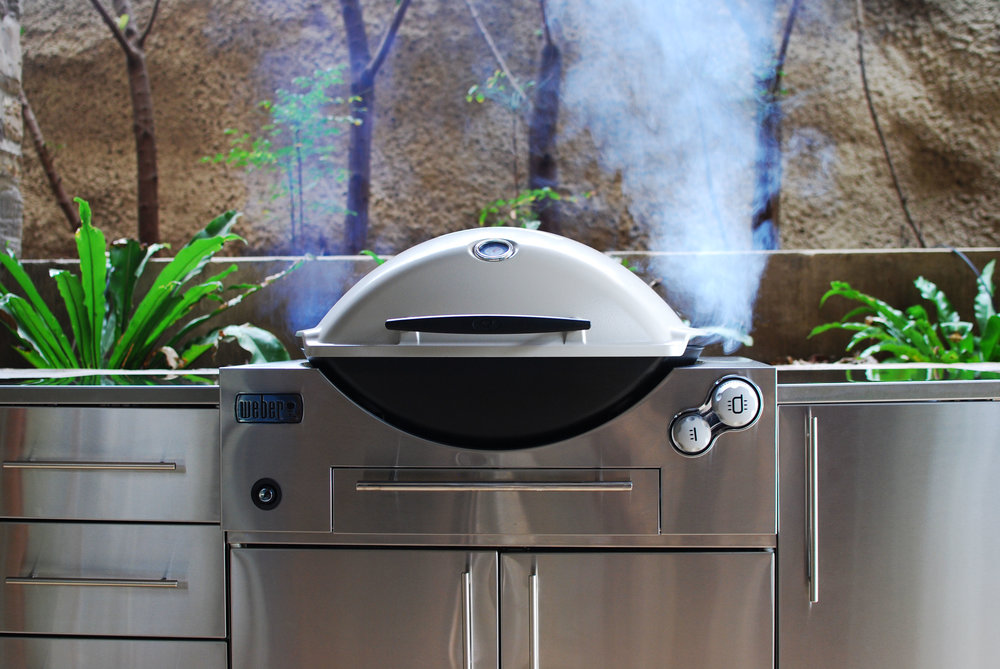 WEBER FAMILY Q BUILT IN (Q3600) PREMIUM    $999 LPG / $1,099 NG   The Weber Family Q Built In is the latest evolution of the immensely popular and well known Weber Q range. It takes the same well loved features and appearance from the Family Q, and turns it into an outdoor kitchen masterpiece.