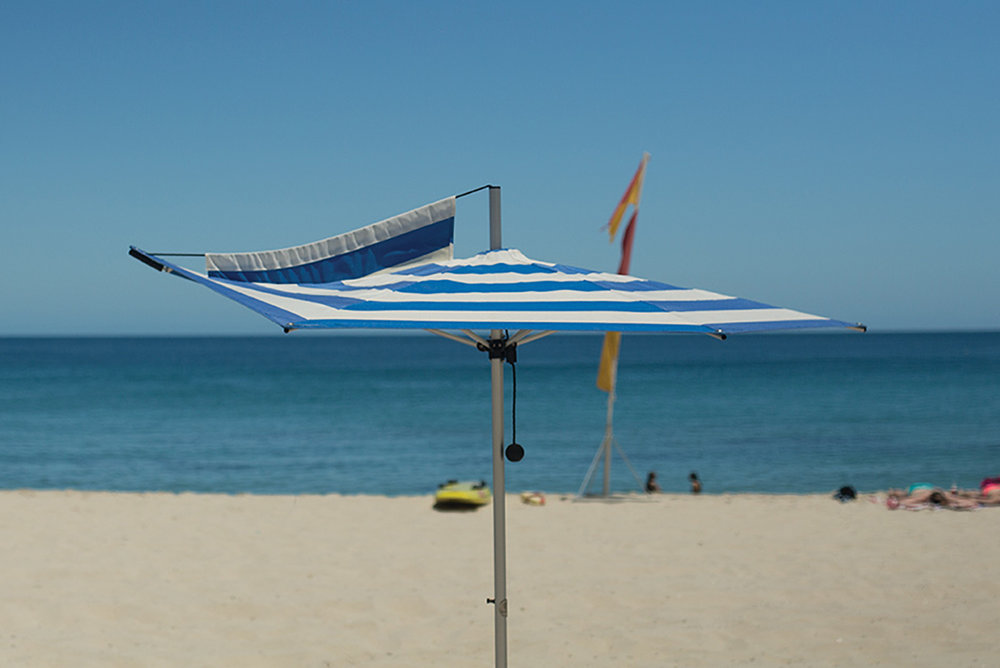 F-160 FINBRELLA BEACH UMBRELLA (160CM)   Personal, wind stable sun protection in breezes that see other beach umbrellas blown away. Total weight of only 2.4 kg, Comes with matching shoulder bag (1.2 m in length) Finned sand pole included, Wide variety of playful canopy colours and patterns to choose from