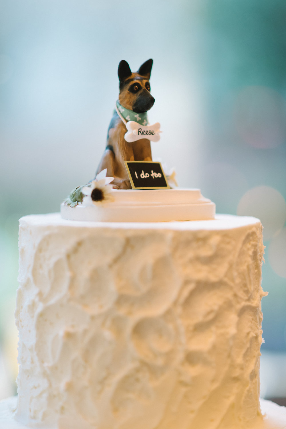 19 houston luxury wedding planning cohen house dog cake topper.JPG