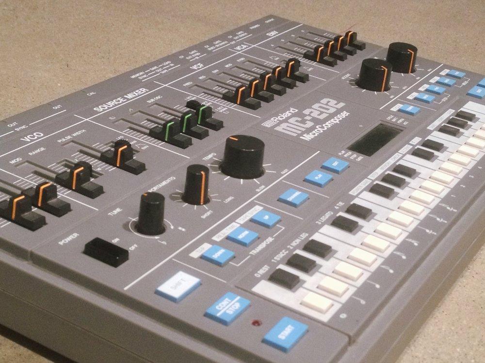 Roland MC-202c.JPG