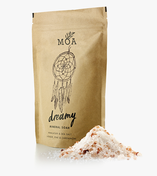 With lavender, pine, cardamom, Himalayan and sea salt.   For thousands of years the healing and therapeutic qualities of salt baths have been highly acclaimed, and traditionally used to ease aches and pains and numerous skin ailments.  Mineral rich Himalayan pink salt and sea salt cleanse and purify the skin whilst helping to kick start sluggish circulation and reduce the appearance of cellulite. A salt bath restores hydration, so it won't leave your skin wrinkly!  The calming scent and aromatic properties of lavender essential oil promotes relaxation, whilst warm and spicy cardamom oil offers relief from emotional stress and it's even considered to be an aphrodisiac! Antiseptic lemon peel gently brightens the skin dead skin and along with pine oil helps to combat problematic, oily skin and blemishes.