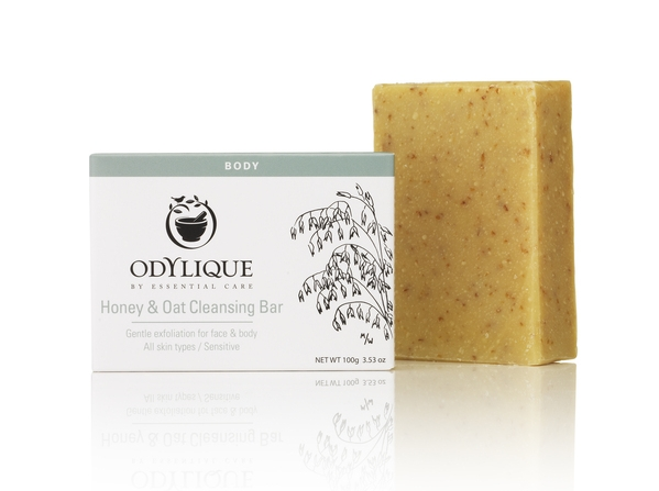 Odylique Honey & Oat Cleansing Bar suitable for face and body. The oats act as a natural exfoliant, gentle enough for the face and effective enough to soften rough hands.