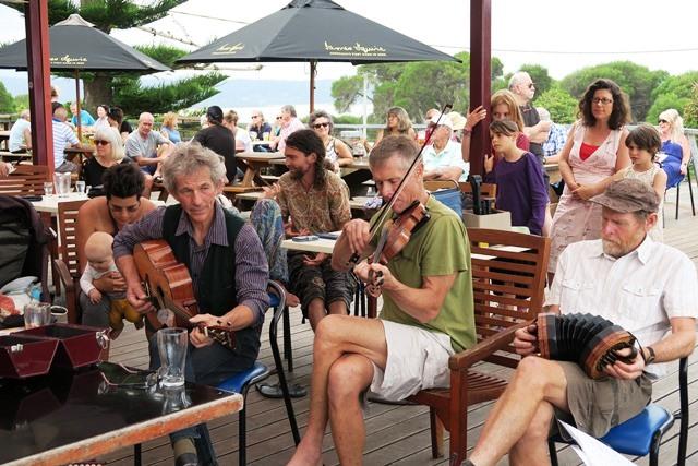 IMG_2987_tathra_hotel_motel_pub_deck_bistro_live_music_seafood_local_produce_beer.JPG