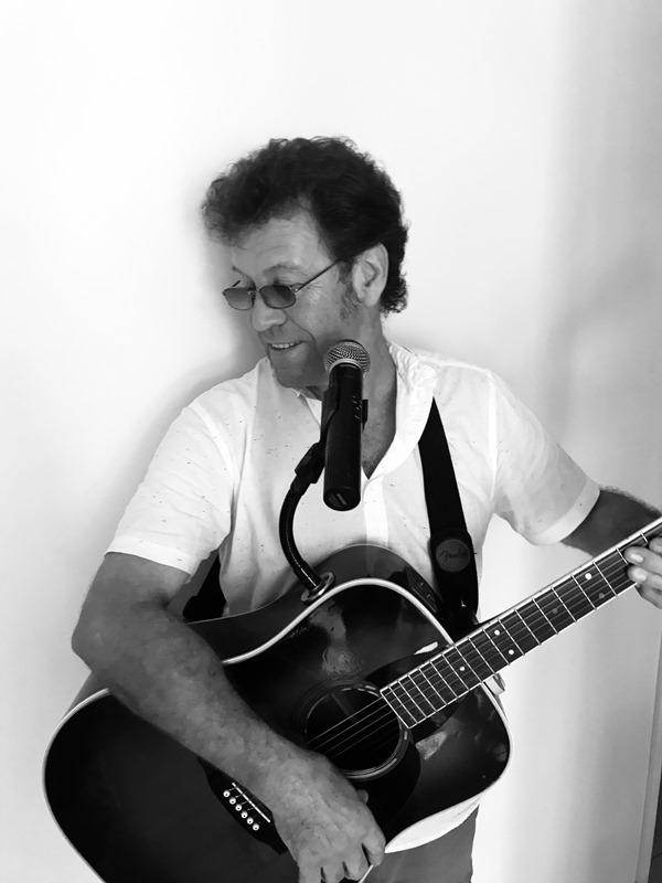 Lance Link live music tathra hotel 800.jpg